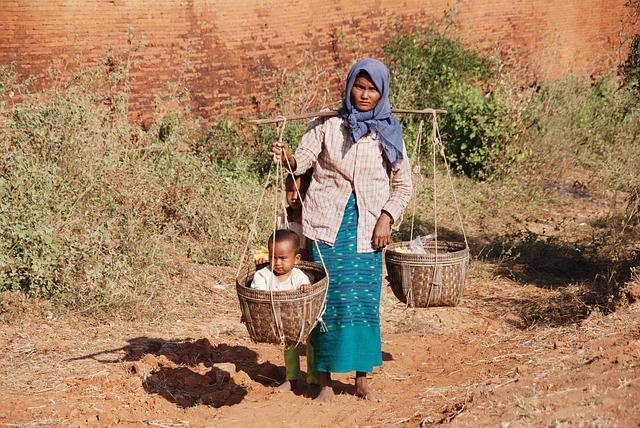 mujer y madre busca trabajo