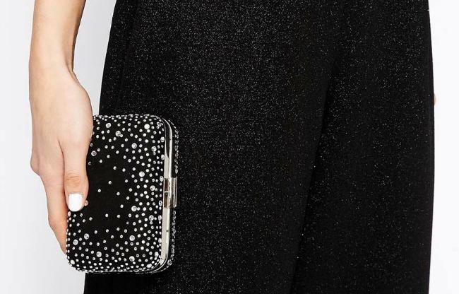 El bolso es mono, pero vas a tener que hacerle un Leticia Sabater para poder meter el móvil