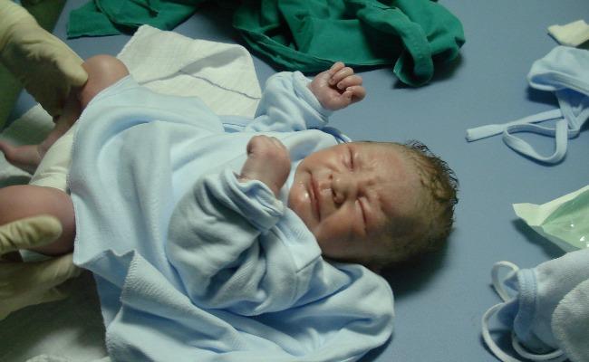 nacer-dia-inocentes_recien-nacido
