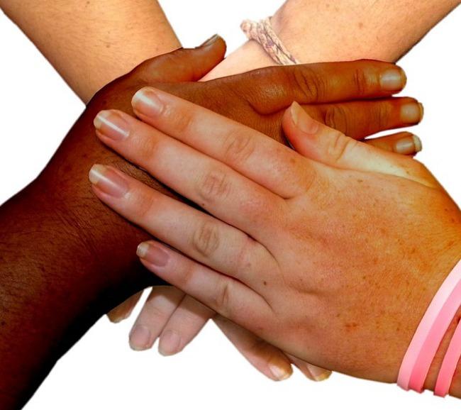 manos_ayudando