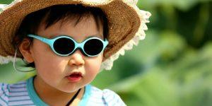 Niños y gafas de sol, un tándem indisoluble