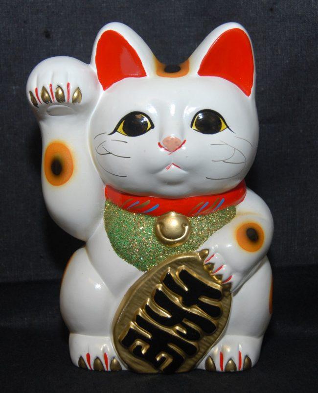 gato-chino-mueve-mano